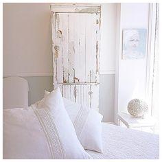 "25 Likes, 1 Comments - @janisfaye on Instagram: ""Shabby whites on a Thursday✨✨✨✨✨ #inlove #rachelashwell #shabbychic #vintage#furniture…"""