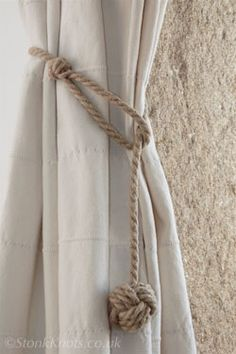 monkey fist curtain tie-backs in hemp rope long drop – Curtains Curtain Tie Backs Diy, Rope Curtain Tie Back, Rope Tie Backs, Drop Cloth Curtains, Curtain Ties, Curtains With Blinds, Drapes Curtains, Striped Curtains, Bedroom Curtains