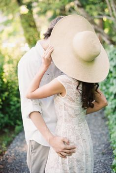 Big hat for engagement session, cute