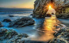 壁紙をダウンロードする 嵐, 海岸, マリブ, 海洋, 夜明け, ロック, 波, 日, 太平洋