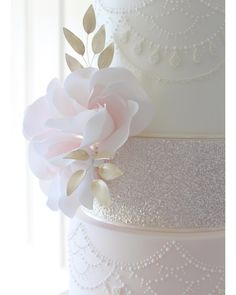 Bolo Floral, Cake Cookies, Cupcakes, Edible Glitter, Bespoke Design, Pretty Cakes, Tiered Cakes, Cake Designs, Cake Decorating