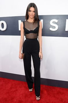 Kendall Jenner - Alon Livne black high waisted trousers and mesh top - at the 2014 MTV Video Music Awards Kendall Jenner Outfits, Kendall E Kylie Jenner, Kendall Jenner Jumpsuit, Bruce Jenner, Celebrity Dresses, Celebrity Style, Estilo Jenner, Fashion Mode, Womens Fashion