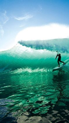 Learn to surf in Australia. Visit Seven Mile Beach, Byron Bay and Sydney with surf camps of different lengths. Our surf lessons are fully inclusive and fun. No Wave, Big Waves, Ocean Waves, Photo Surf, Water Surfing, Surfing Tips, Stand Up Paddle, Surfing Pictures, Surfing Images