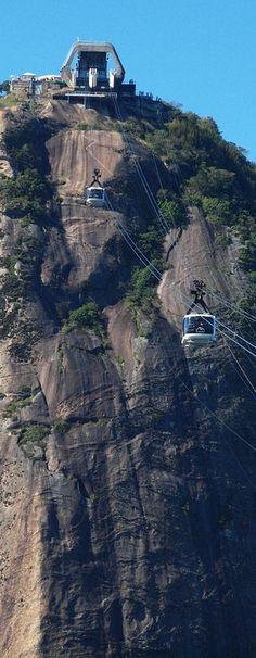 Cable cars to (Pan De Azucar)  Pão de Açúcar Sugarloaf Mountain.  Rio de Janeiro, BRAZIL
