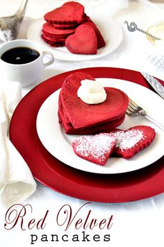 Red velvet heart-shaped pancakes with sweet cream cheese topping.perfect for valentines day! Yummy Treats, Sweet Treats, Yummy Food, Yummy Recipes, Cheese Recipes, Sweet Recipes, Heart Shaped Pancakes, Bolo Red Velvet, Velvet Cream