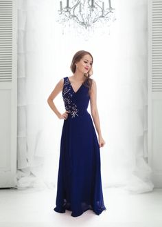 cd38ed9d6aa6 Nádherné společenské dlouhé šaty. Vrchní díl ozdoben krajkou a našitými  korálky. Sukně se spodničkou