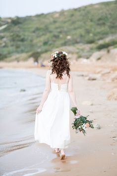 Last year I co-ordinated and shot my first ever destination styled shoot. It took place on a beach in beautiful Malta with a relaxed, boho elopement feel. Wedding Props, Elope Wedding, Boho Wedding, Wedding Picnic, Wedding Vintage, Posh Hair, Orange Wedding Flowers, Stunning Brunette, Brunette Models
