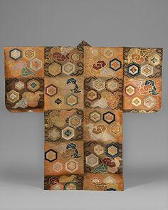 紅茶段松皮菱繋花菱亀甲蜘蛛模様厚板<br/>Noh Costume (Atsuita) with Clouds and Hexagons