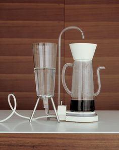 Nude  shows the user the inner workings of a coffee maker.