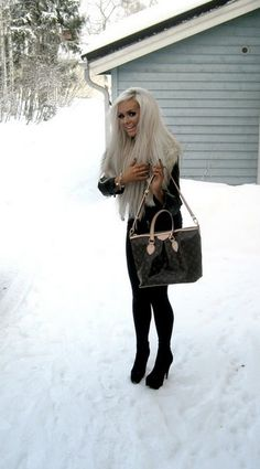 Platinum Blonde Hair is so pretty, wish my hair was this color:)