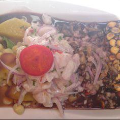 Ceviche de Mero en Lima.  Ceviche de mero acompañado con conchas negras , canchas, camote y choclos. Acompaño con chicha de jora.  http://www.onfan.com/es/especialidades/lima/picanteria-la-paisana/ceviche-de-mero?utm_source=pinterest&utm_medium=web&utm_campaign=referal