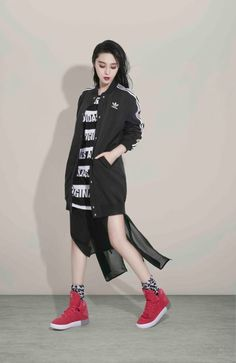 Riding the wave of asian visibility, I put together an album of looks with some youthful nerd touches, streetwear. Korea Fashion, Fashion 2017, Adidas Originals, My Fair Princess, Li Bingbing, Black Brown Hair, Thing 1, Chinese Actress, Spring