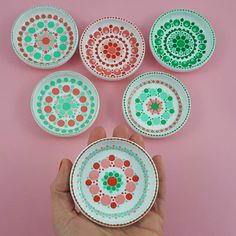 Morgen weer een #zonfflinedag; een dag zonder internet (behalve Whatsapp) Doen er meer mensen mee? Mandala Painting, Dot Painting, Mandala Dots, Mandala Design, Stippling Art, Posca, Pottery Painting, Decorative Plates, Projects To Try