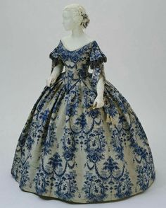 Historical fashion and costume design. 1850s Fashion, Victorian Fashion, Vintage Fashion, Victorian Era, Victorian Ladies, Victorian Dresses, Gothic Fashion, Steampunk Fashion, Vintage Gowns