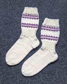 Knitting Socks, Knit Socks, Knitting Projects, Mittens, Handmade, Crafts, Fashion, Crochet Boots, Tejidos