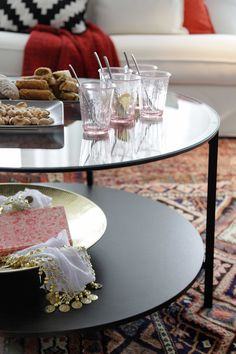VITTSJÖ Coffee table IKEA Tempered glass and metal are hardwearing materials that give an open, airy feel. Ikea Paint, Ikea Coffee Table, Silver Spray Paint, Ikea Usa, Ikea Living Room, Condo Design, Simple House, Dining Room Table, Centerpieces