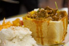 Culture and food of South Africa would not be complete without including the favorite South African food recipe Bunny Chow. Curry Recipes, Vegetarian Recipes, Mutton Curry Recipe, Tuscan Recipes, Best Street Food, South African Recipes, Bread Bowls, Foods To Eat, Kitchens