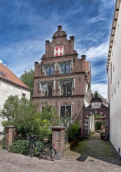 Typical Dutch house in Deventer The Netherlands Great Places, Places To See, Beautiful Places, Beautiful Sites, Holland Girl, Holland Netherlands, Amsterdam, Dutch People, Dutch House