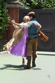 Rapunzel and Flynn are dancing together
