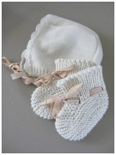Knitted Baby Hat & Booties (photo by sueice)