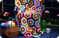 Hexagon Crochet Gorgeousness from http://cocorosetextiles.blogspot.com/p/crochet.html