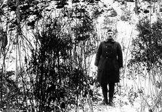 El estadounidense Alvin C. York capturó 132 alemanes por sí solo el 8 de octubre e 1918. Tras matar a 20, un grupo de 92 alemanes pensó que estaban rodeados, y se rindieron. Comenzaron a marchar. Cada vez que pasaban por una ametralladora alemana, los soldados a cargo pensaron que tantos prisioneros se explicaban por un gran batallón aliado detras, y se rendían tamben. Cuando llegaron a las líneas estadounidenses, York había capturado 132 prisioneros y desactivado 32 ametralladoras.