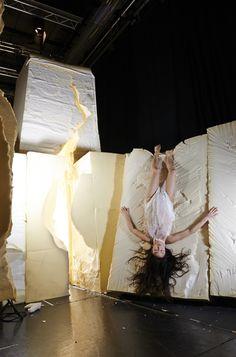 Ron Arad creates immersive theatre set from foam