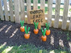 Easter Outdoor decorations are the best way to bring in the Spring and Easter vibe in your home .Check out Outdoor Easter Decorations Ideas for Easter Party. Hoppy Easter, Easter Bunny, Easter Eggs, Easter Table, Diy Osterschmuck, Easy Diy, Fun Diy, Cool Diy, Rabbit Eating