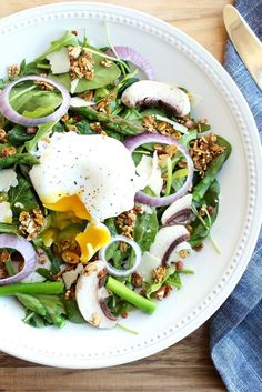 Spring Breakfast Salad | Get half a day's worth of veggies first thing in the morning with a healthy and delicious spring breakfast salad topped with a maple vinaigrette and a runny poached egg! | Via LivelyTable.com