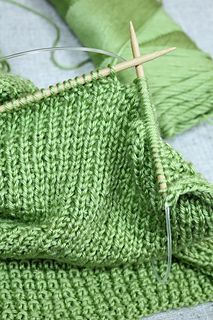 This rice stitch baby blanket is simple and an easy project for someone who is just becoming familiar with knitting.