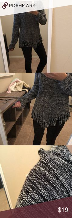 Fringe sweater Has a shoulder stretch from the hanger. Otherwise great condition. Not itchy. American Rag Sweaters