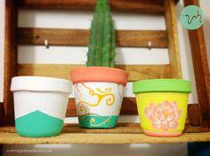 Macetitas pintadas a mano, hechas con amor para que brinden buena energía al espacio en donde estén!! Las puedes colocar en donde quieras y ayudarán a darle color a tu ambiente, además de armonizarlo ;)