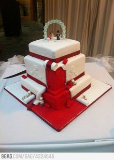 Lego wedding cake... love this design but in different colors #Wedding #Lego #nerdy Lego Wedding Cakes, Themed Wedding Cakes, Wedding Cakes With Cupcakes, Unique Wedding Cakes, Cupcake Cakes, Wedding Ideas, Cake Wedding, Wedding Photos, Quirky Wedding