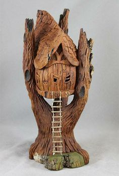 Clay Fairy House, Fairy Garden Houses, Tree Carving, Wood Carving Art, Pottery Sculpture, Wood Sculpture, Wood Design, Design Art, Wood Bark