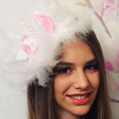 "Jennifer on Instagram: ""The beautiful Isotta wearing my one~of~a~Kind White Feather Vintage Flower headpiece,this piece has a real floaty delicate feel…"" Feather Hat, Flower Headpiece, White Feathers, Vintage Flowers, Delicate, Hats, How To Wear, Beautiful, Instagram"
