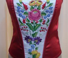 Fűzők kézi hímzéssel Hand Embroidery, Hands, My Love, Style, Hungarian Embroidery, My Boo, Stylus