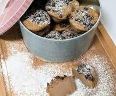 Bolo de Castanha Sem Açúcar de Catyzoo. Receita Bimby<sup>®</sup> na categoria Bolos e Biscoitos do www.mundodereceitasbimby.com.pt, A Comunidade de Receitas Bimby<sup>®</sup>. Tapas, Chocolate, Dog Bowls, Cinnamon Biscuits, Butter, 4 Ingredients, Meals, Chocolates, Brown