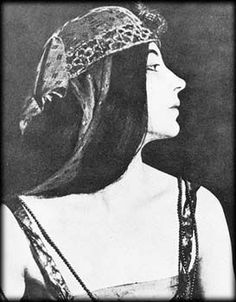 baby anäis modelling as cleopatra in 1921 my honey Cleopatra, Black White Photos, Black And White, Anais Nin Quotes, Soul On Fire, Classic Literature, Little Birds, Ancient Art, Word Art