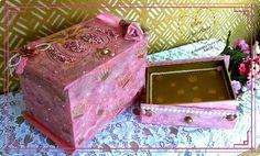 Mini comoda em MDF no estilo shabby chic bem romântica ideal para decorar e organizar o quarto das meninas mais delicadas e meigas.