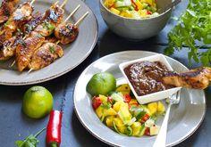 kyllingsatay med peanottsaus og mangosalat Chicken Wings, Meat, Food, Meal, Eten, Hoods, Meals