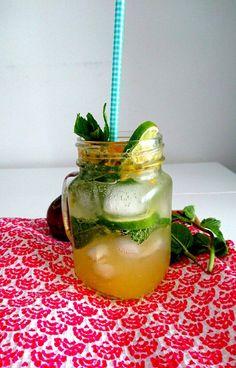 Une délicieuse eau aromatisée aux fruits de la passion, à la menthe et au citron vert! Sans sucre ajouté, sans gluten, sans lactose, vegan et paléo.