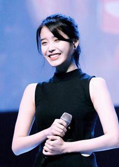 Her smile is honestly the cutest thing Blackpink Fashion, Fashion Poses, Girl Photo Poses, Girl Photos, Korean Beauty, Asian Beauty, Iu Hair, Pretty Korean Girls, Korean Actresses