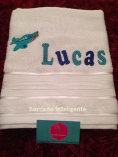 Toalha de banho Infantil personalizada. Bath towel personalized - Aviãozinho/ Airplane. #BordadoInteligente #bordadocomputadorizado #embroidery #bordado #personalizado #exclusivo #art #aviao #airplane #towel #toalha #kid #baby #bath #Lucas