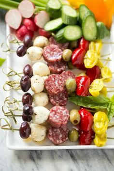 This easy antipasto appetizer is an assortment of italian meats, cheeses, olives and vegetables threaded onto a stick for an elegant appetizer. Antipasto Skewers, Skewer Appetizers, Elegant Appetizers, Skewer Recipes, Wedding Appetizers, Italian Appetizers, Appetizer Recipes, Appetizer Ideas, Italian Antipasto