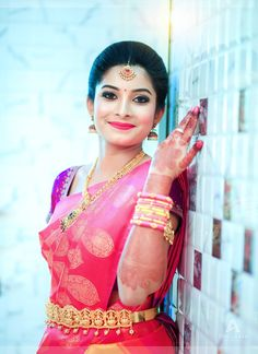 : South Indian Bridal Saree draped with bridal makeup and B-: South Indian Bridal Saree drapiert mit Braut Make-up und Bridal Watch andere : South Indian Bridal Saree draped with bridal makeup and bridal watch others # … # others up - Indian Bridal Sarees, Indian Bridal Fashion, Indian Bridal Makeup, Bridal Lehenga, South Indian Bride Hairstyle, Indian Bridal Hairstyles, Wedding Hairstyles, Indian Bride Poses, Gorgeous Hairstyles