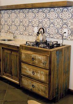 Cozinhas em Madeira de Demolição.