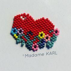 La dernière creation de 2016, mon premier dessin!!!!! J'ai été juste un peu inspirée des couronnes de fleurs de @pauline_eline #bye2016 #creation #miyuki #jenfiledesperlesetjassume #monpremiermotifperso #diy #madamekarl #love #coeur #fierté #yes #fleurs