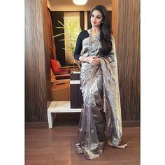 Keerthy Suresh Beautiful HD Photoshoot Stills & Mobile Wallpapers HD Indian Dresses, Indian Outfits, Saree Floral, Fancy Sarees, Silk Sarees, Indian Sarees, Chiffon Saree, Stylish Sarees, Stylish Gown