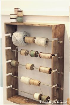 DIY storage touw en tape Sewing Room Organization, Craft Room Storage, Craft Storage Solutions, Diy Storage, Space Crafts, Home Crafts, Diy And Crafts, Coin Couture, Diy Wall Shelves