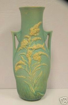 Roseville Pottery - Experimental - Goldenrod - click now to see more. Mccoy Pottery Vases, Weller Pottery, Old Pottery, Rookwood Pottery, Roseville Pottery, Vintage Pottery, Pottery Art, Le Far West, Clay Flowers